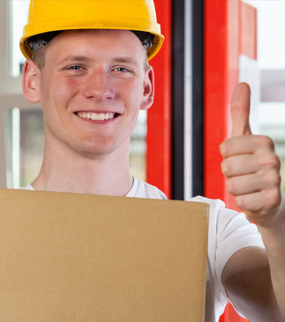 photo of a mover giving a thumbs up and smiling